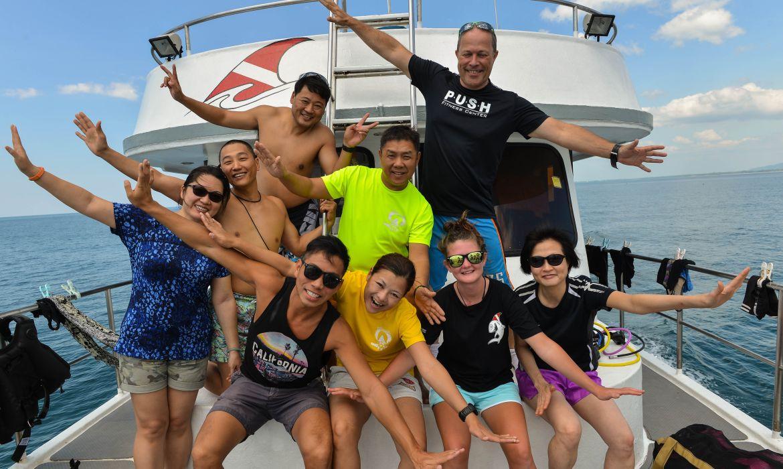 divers-happy