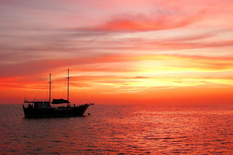 liveaboard sunset