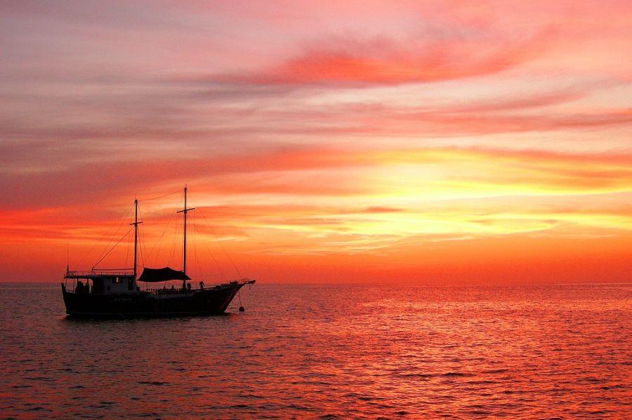 liveaboard sunset